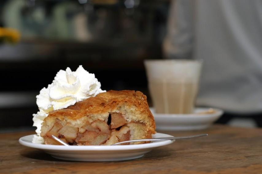 La famosa tarta de manzana del Café Winkel 43 en Ámsterdam