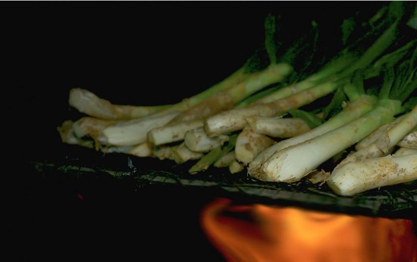 Comer Calçots hechos en Valls