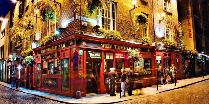 El famoso bar Temple Bar en Dublín