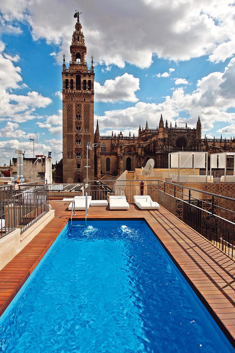 Las mejores terrazas de hotel con piscina de espana for Hotel con piscina