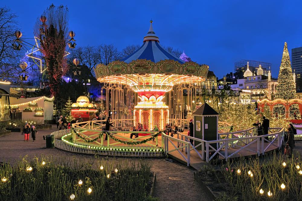 Luces de Navidad en Tivoli Gardens de Copenhague